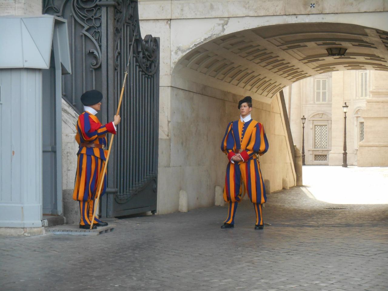 gardes-suisses-vatican.jpg