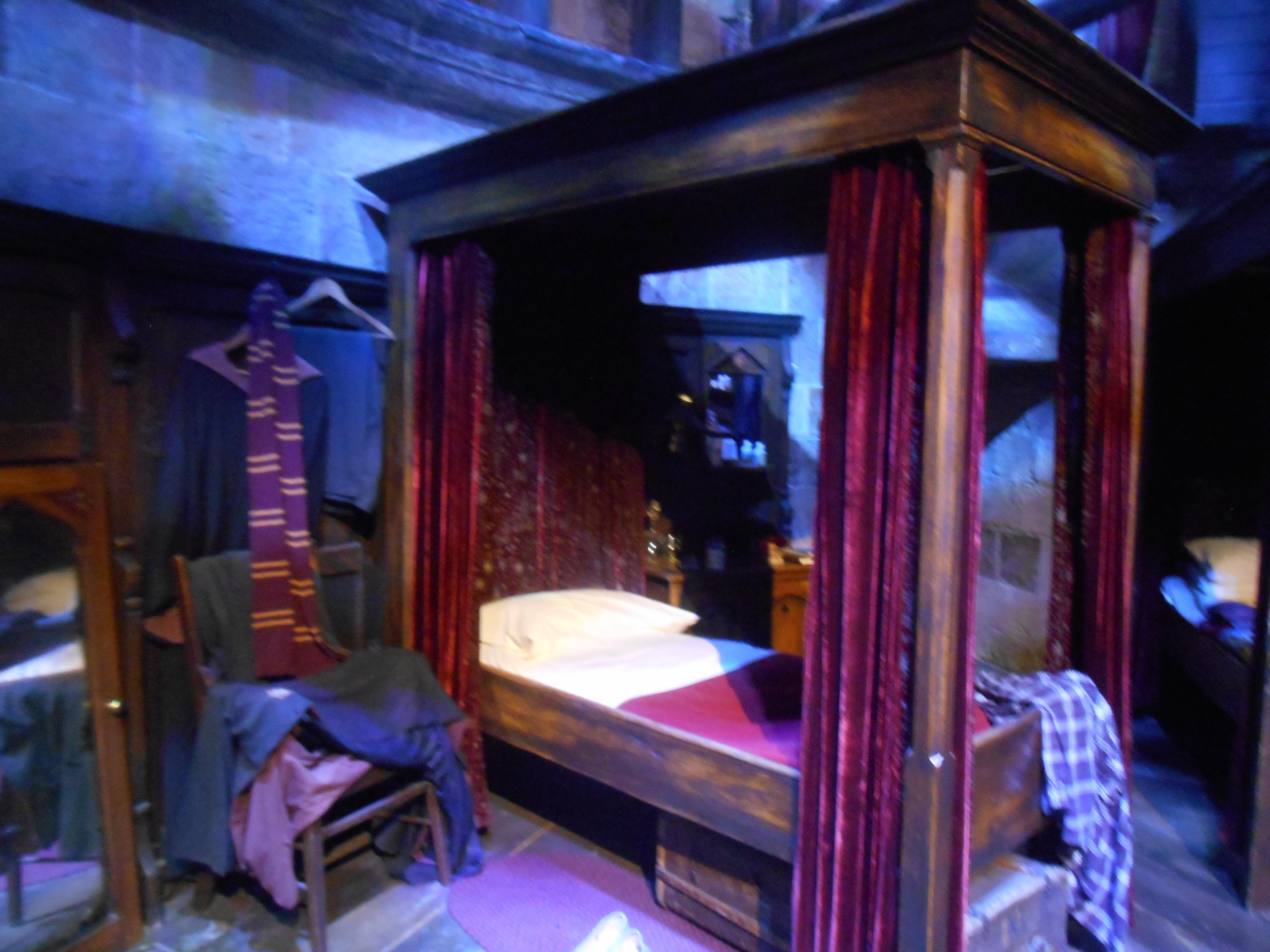 dortoir-gryffondor-harry-potter-studio.jpg