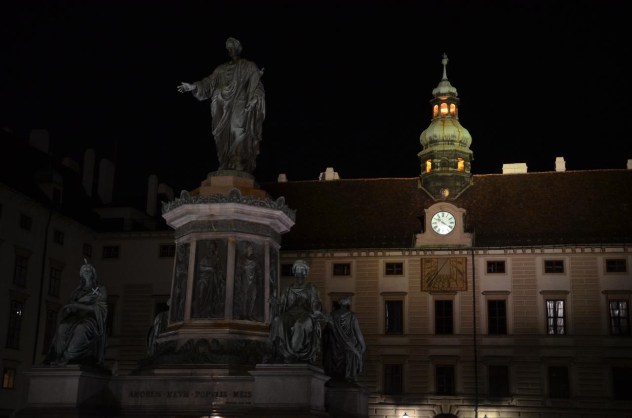 palais-horburg-by-night.jpg