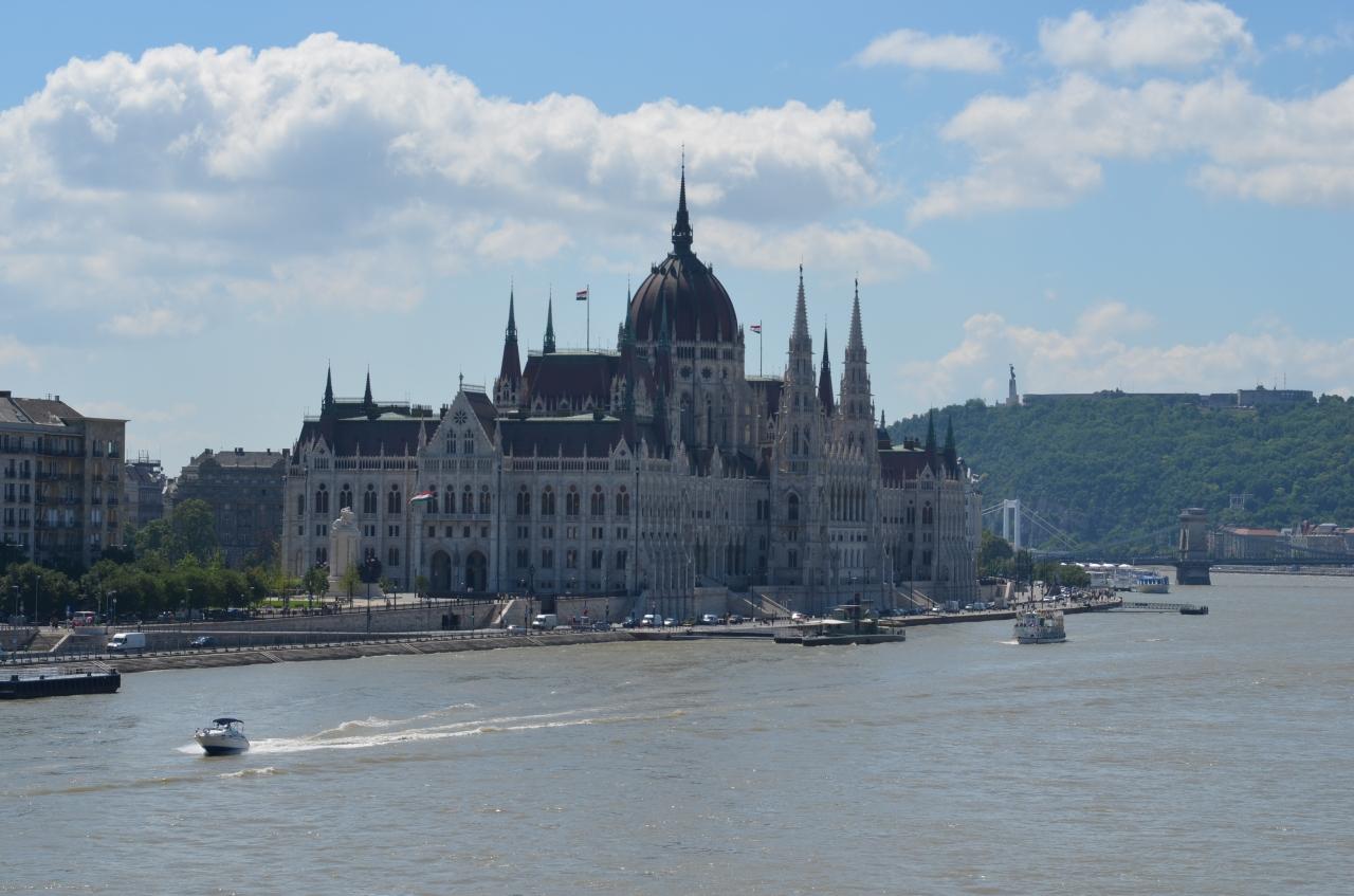 parlement-budapest.jpg